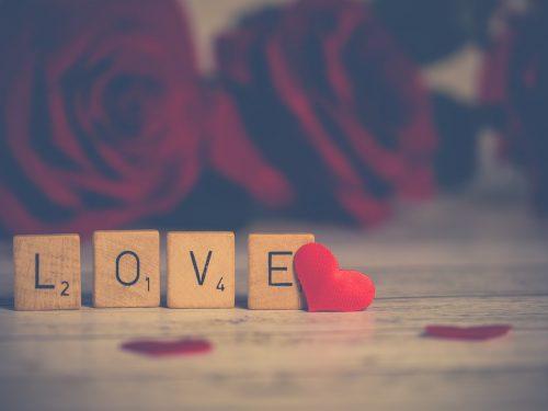 "Klossar med ""LOVE"""